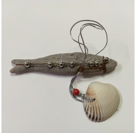 Peixinho decorado com pérolas e concha